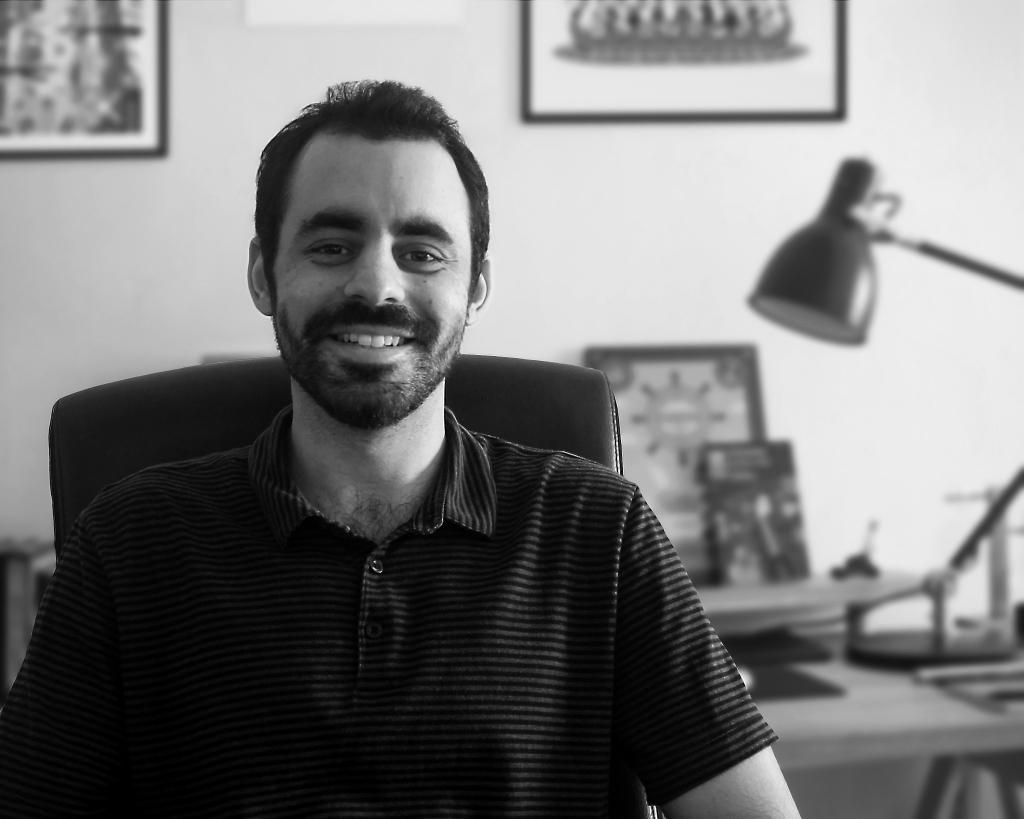Víctor Medina en su estudio
